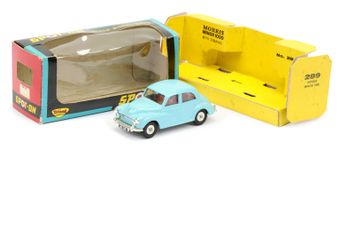 Triang Spot-On 289 Morris Minor 1000 - pale blue body