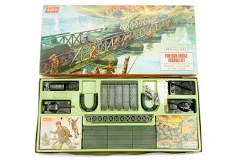 Airfix - HO/OO Scale Playsets - Pontoon Bridge Assault Set