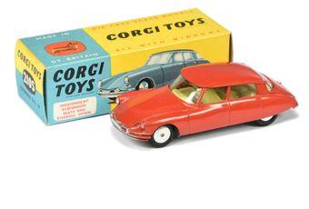 Corgi 210s Citroen DS19 - red body, lemon interior