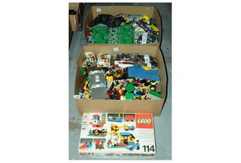 Lego a large quantity of mainly loose pieces comprising of bricks,