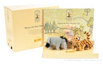 Steiff Winnie the Pooh miniature set, white tag 354205