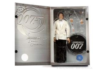 """Sideshow Collectables """"James Bond"""" - """"Legacy Collection"""" -"""