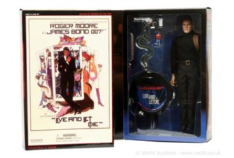 "Sideshow ""James Bond"" a pair (1) ""James Bond"" in"