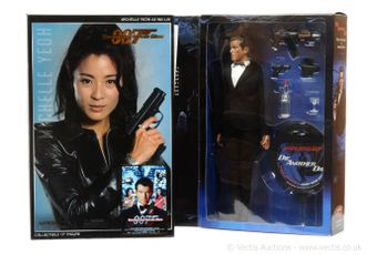 "Sideshow ""James Bond"" a pair (1) ""Wai Lin"" in"