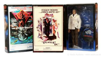 """Sideshow """"James Bond"""" group of 3 (1) """"Live and Let Die"""" -"""