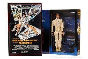 "Sideshow ""James Bond"" - a pair of ""Moonraker"" (1)"