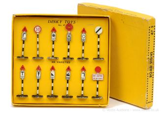 Dinky 47 Pre-war Road Signs Set comprising of 12 pieces which