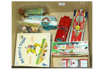 A small quantity of boxed and unboxed more desirable tinplate
