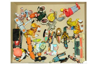 A quantity of unboxed and loose mainly wind-up tinplate/plastic