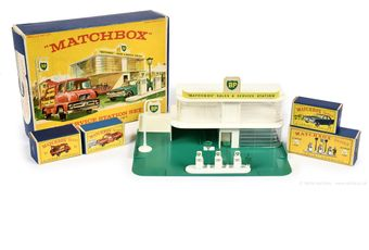 Matchbox Regular Wheels G-9 Service Station gift set containing