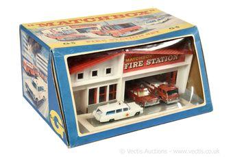 Matchbox Regular Wheels G-5 Fire Station gift set containing