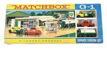 Matchbox Regular Wheels G-1 Service Station gift set containing
